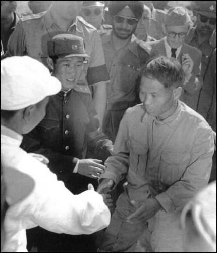 1953년 10월 11일 북한측 포로가 자기의사를 확실하게 밝히면서 북으로 송환